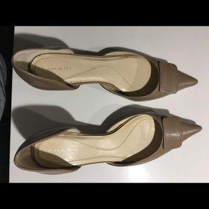 Tahari leather ladies size 10 kitten heel shoes